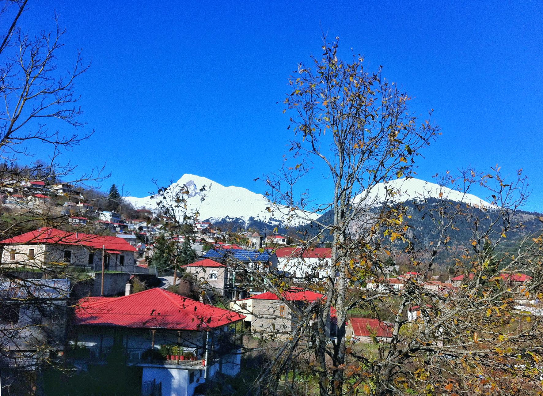 Ένα ορεινό χωριό ανάμεσα στις άγριες καστανιές, στα έλατα και στους θρύλους για τις νεράιδες.